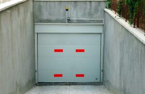 Camlı Garaj Kapısı